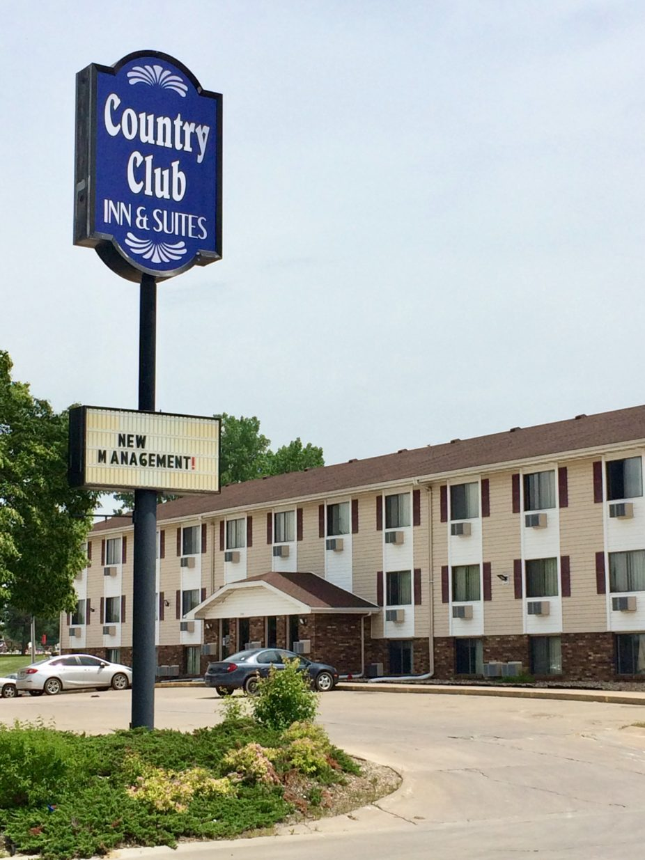 Country Club Inn & Suites